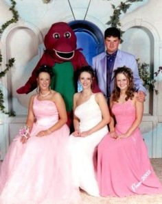 38-tragically-awkward-prom-photos1.jpg.pagespeed.ce.eYRUu6KBWe